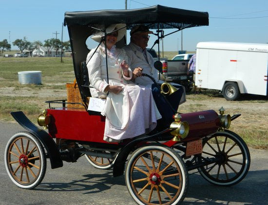 Early Horseless Carriage Days