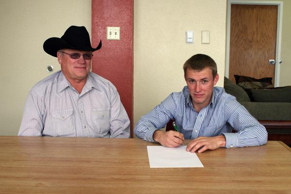LCC Rodeo signs Shaapman