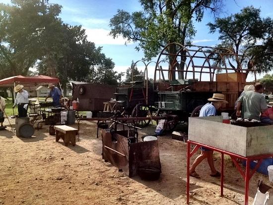 chuck wagon dutch oven (1)