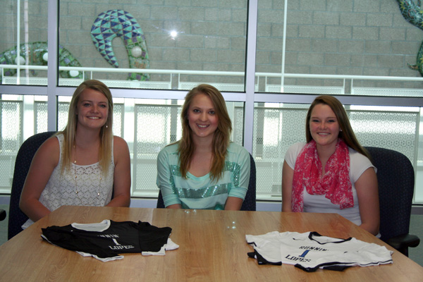 2014 Volleyball players sign to 4-year