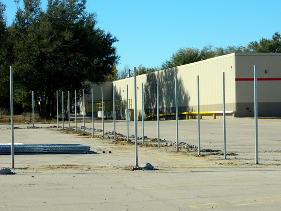 Fencing Going Up at Lamar Store