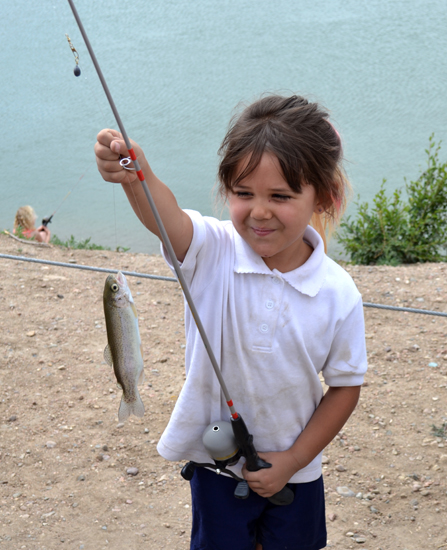 girl-with-fish