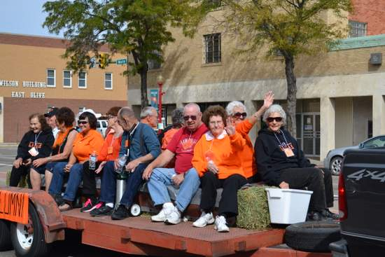 Alumni in Homecoming Parade
