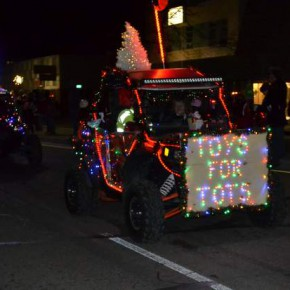 Parade of Lights Goes a Little Bit Country